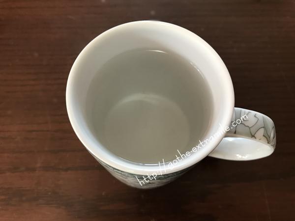 白湯を飲む
