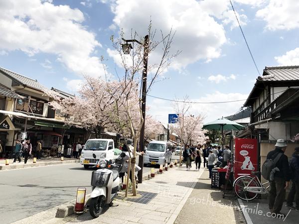 嵐電嵐山駅前の桜