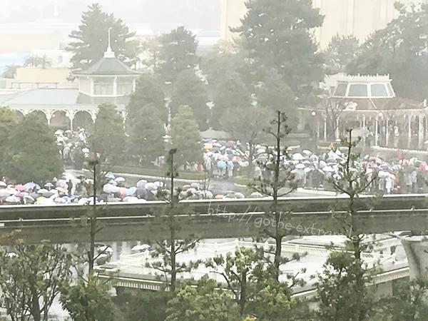 ディズニーランド雨 開園前