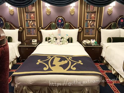 美女と野獣ルームのベッド